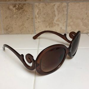 Accessories - Brown sunglasses with swirl accent